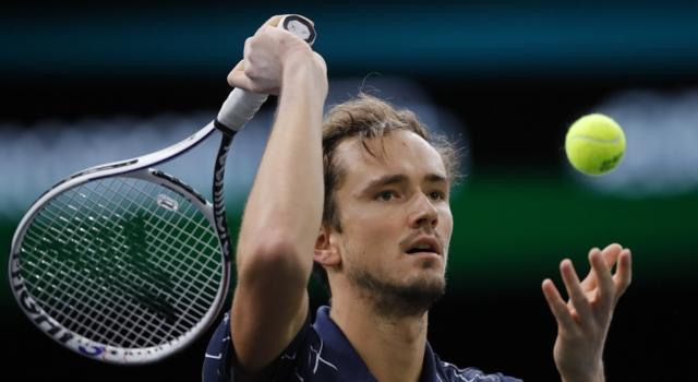 Tennis, ATP Finals 2020: Daniil Medvedev batte Novak Djokovic ed è già in semifinale