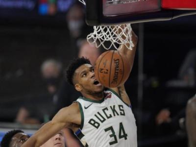 NBA: Giannis Antetokounmpo rinnova con i Milwaukee Bucks per altri cinque anni