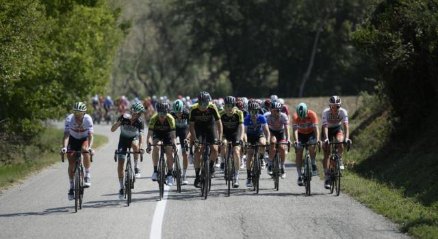 Ciclismo, l'UCI pone un altro divieto: la posizione da cronoman nelle gare in linea