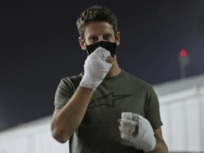 """F1, Romain Grosjean operato al pollice sinistro dopo l'incidente: """"Non sento troppo dolore"""""""