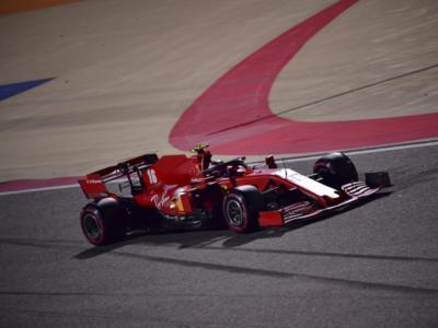 """LIVE F1, GP Sakhir in DIRETTA: il trionfo di Perez. Verstappen accusa Leclerc, penalizzato per Abu Dhabi. Vettel: """"Non potevo fare niente"""""""