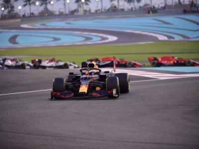 """F1, GP Abu Dhabi 2020: Max Verstappen premiato come """"pilota del giorno"""". Battuto l'addio di Vettel alla Ferrari"""