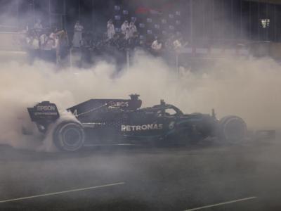 F1, Lewis Hamilton vince il premio per i giri più veloci. Quinto sigillo del britannico