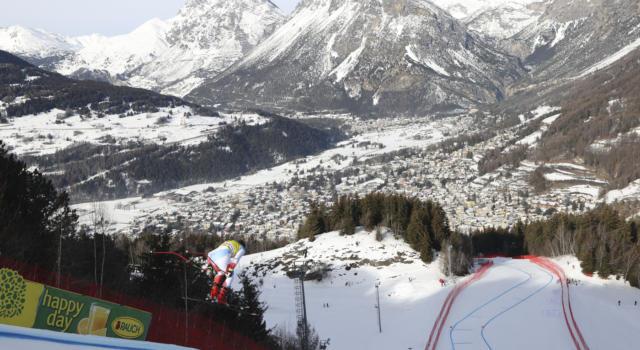 Sci alpino, tormenta di neve a Bormio: superG rinviato. Foto e video della pista. Webcam tempo reale
