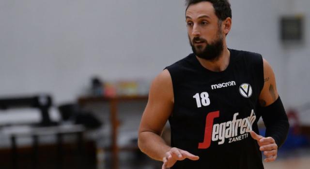 Basket, Marco Belinelli non è sceso in campo contro Sassari per via di un problema fisico