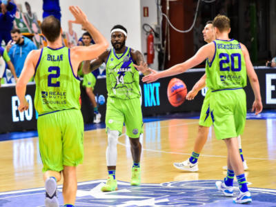LIVE Reggio Emilia-Dinamo Sassari 78-85, Serie A basket 2021 in DIRETTA: i sardi passano in trasferta vincendo all'overtime. Bilan trascinatore