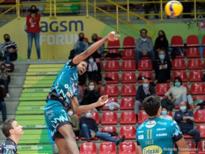 LIVE Perugia-Tours 3-0, Champions League volley in DIRETTA: gli umbri vincono nettamente. Leon solito trascinatore