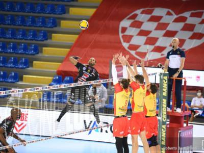 Volley, SuperLega: Vibo Valentia batte Cisterna nel recupero ed è terza. Piacenza espugna Verona