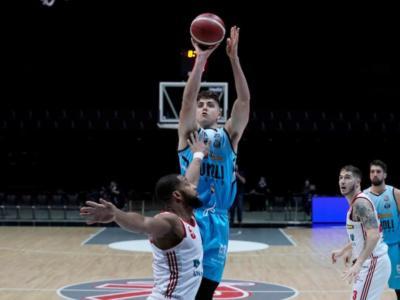 Basket: Reggio Emilia crolla a metà terzo quarto, Cremona dilaga all'Unipol Arena e respira aria migliore in Serie A