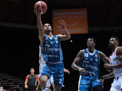 Basket, Serie A: Cantù batte Reggio Emilia e si rilancia in classifica. Gli emiliani mancano l'aggancio alla Virtus