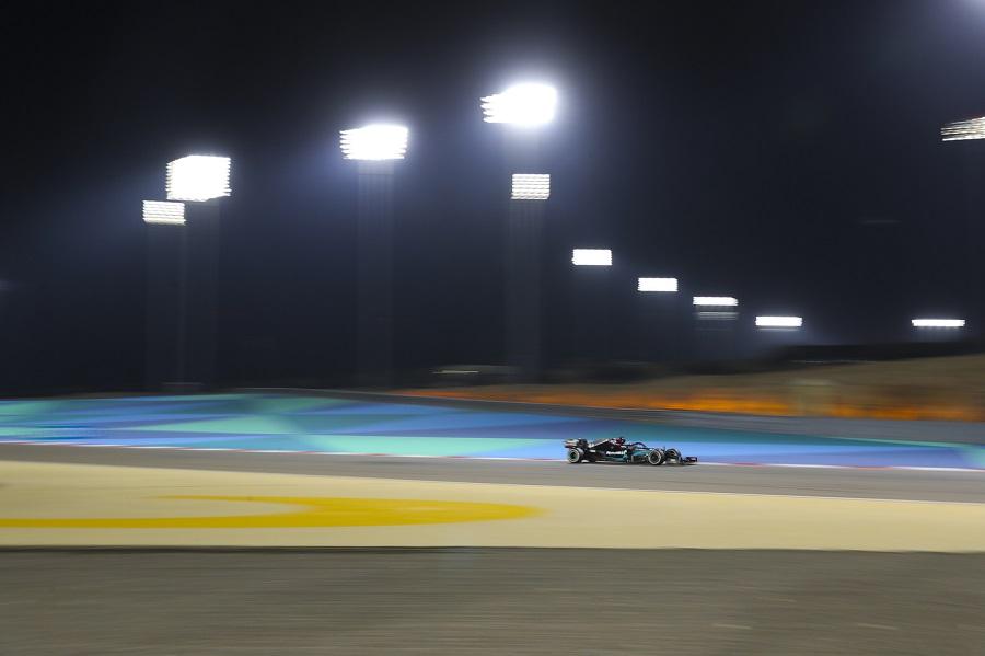 LIVE F1, GP Sakhir in DIRETTA: Ferrari ko, dominano Russell e la Red Bull, sorprendono Renault e Alpha Tauri