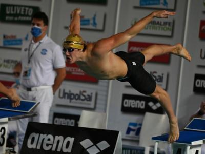 Nuoto, Nicolò Martinenghi migliora il record italiano di Fabio Scozzoli nei 50 rana!