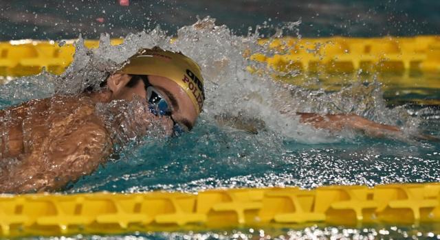 LIVE Nuoto, Assoluti Riccione in DIRETTA: Ceccon super nei 50 farfalla! Bene Paltrineri e Martinenghi nell'ultima giornata