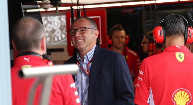 """F1, Stefano Domenicali: """"Occhio Ferrari, senza una macchina competitiva Charles Leclerc potrebbe andarsene…"""""""