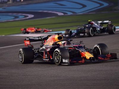 F1, risultato GP Abu Dhabi 2020: vittoria regale di Max Verstappen davanti alle Mercedes, Leclerc 12° e Vettel 13° doppiati