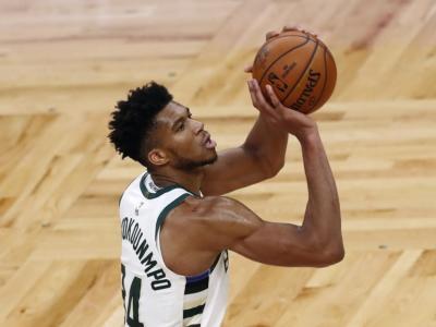 NBA 2021-2022: Milwaukee travolge Brooklyn, Curry trascina i Warriors contro i Lakers