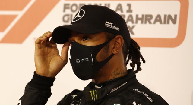 F1, Lewis Hamilton correrà il GP di Abu Dhabi: è guarito dal Covid-19. George Russell torna sulla Williams