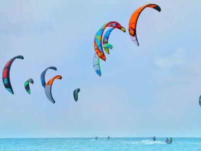 Vela, il kiteboarding alle Olimpiadi di Parigi 2024. Che cos'è e chi sono i campioni. E l'Italia…