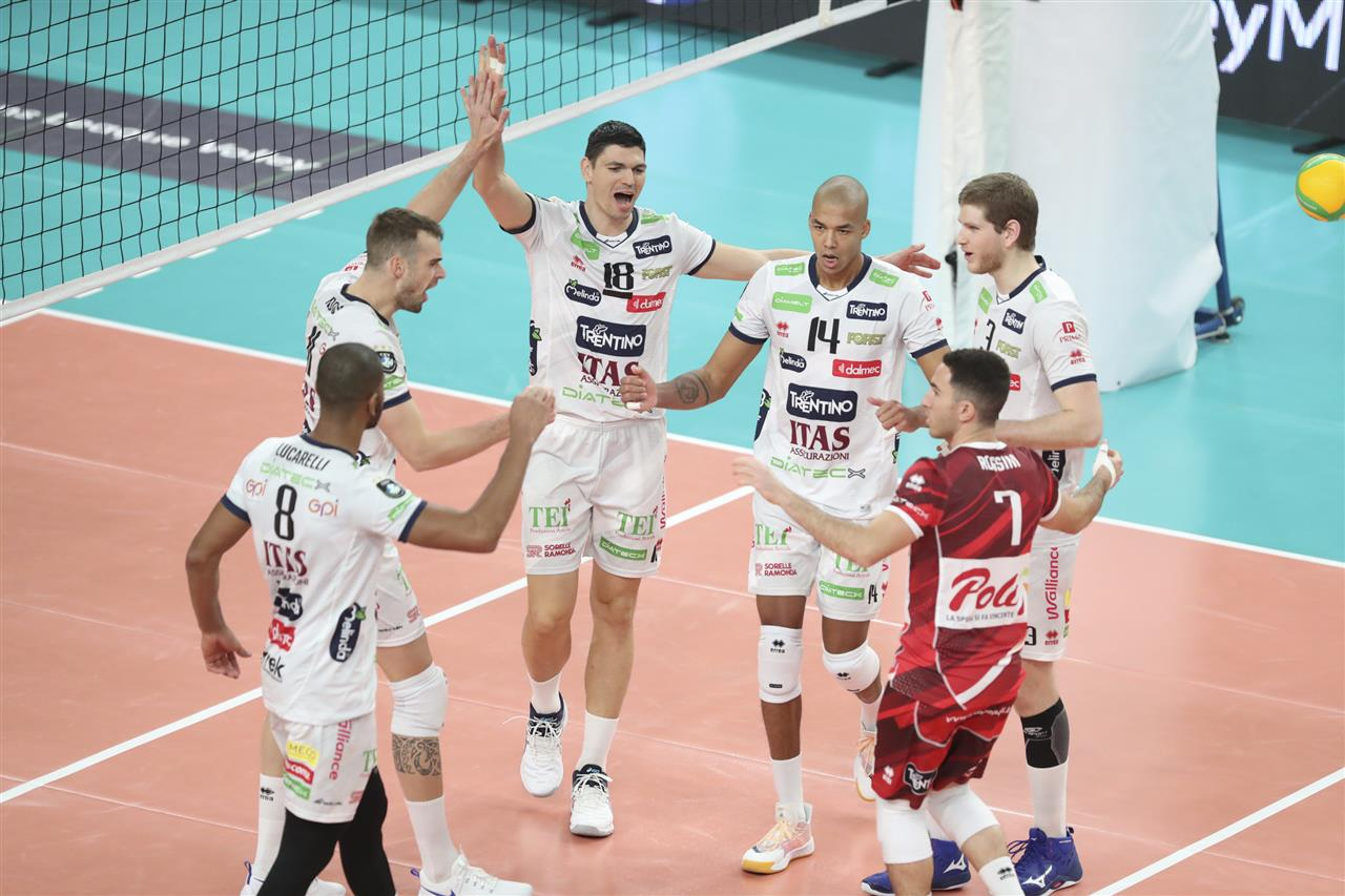 Volley, SuperLega: Civitanova batte Modena al tie break, Trento inarrestabile contro Cisterna
