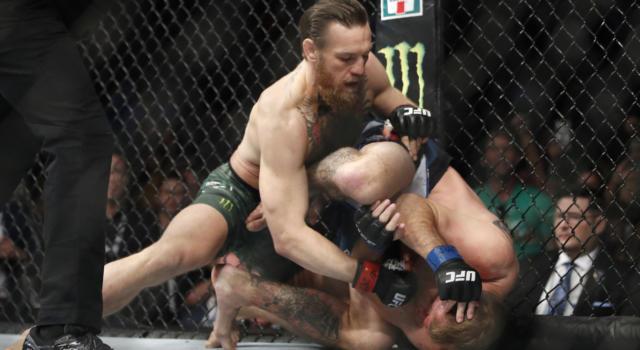 VIDEO Dustin Poirier-Conor McGregor: highlights e sintesi. Il colpo del ko: l'americano surclassa Notorious al rientro