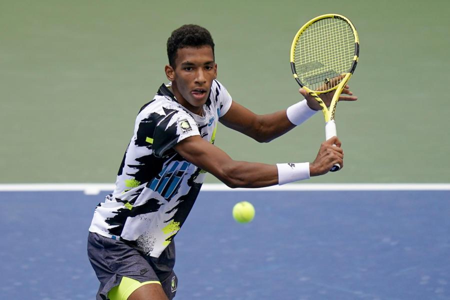 Tennis: Felix Auger Aliassime comanda l'entry list a Singapore. Stefano Travaglia unico italiano