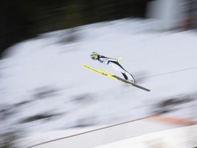 Salto con gli sci femminile, Nika Kriznar vince gara-1 a Rasnov e va in testa alla generale. Lara Malsiner 13ma, Jessica 20ma
