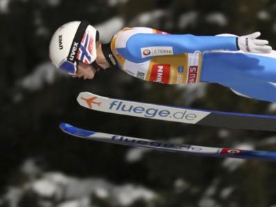 Salto con gli sci, Halvor Egner Granerud prosegue la striscia vincente e si impone in gara-2 a Klingenthal. Sul podio anche Pavlovcic e Eisenbichler