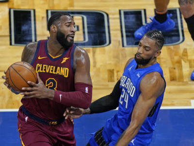 NBA 2021, i risultati della notte (16 gennaio): Antetokounmpo batte Doncic, ok Lakers e Clippers. Andre Drummond fa la storia