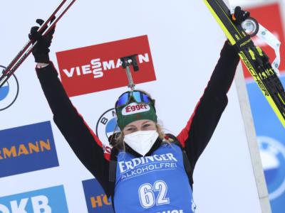 Biathlon, primo sigillo in carriera per Lisa Hauser nella 15 km di Anterselva. Un'ottima Wierer ai piedi del podio