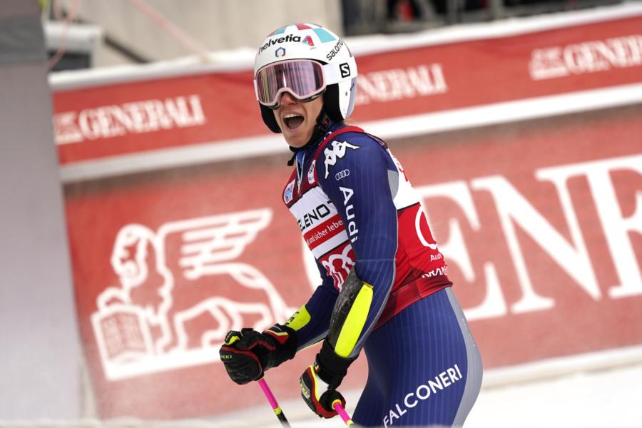 Tessa Worley domina lo slalom gigante di Kronplatz, settima piazza per Sofia Goggia