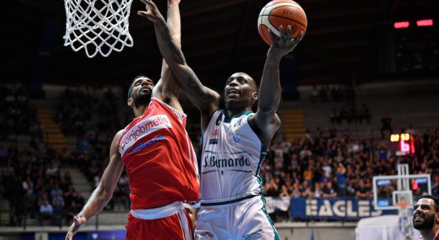 Basket: Frank Gaines ritorna a Cantù dopo una stagione e mezza