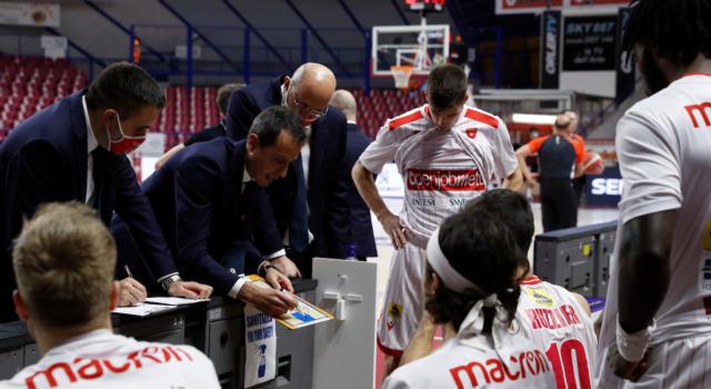 Basket, Serie A 2020-2021: rinviata Trieste-Varese per i 12 casi di Covid-19 tra gli ospiti