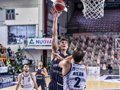 Basket: Ethan Happ alla Dinamo Sassari. Il centro lascia la Fortitudo Bologna