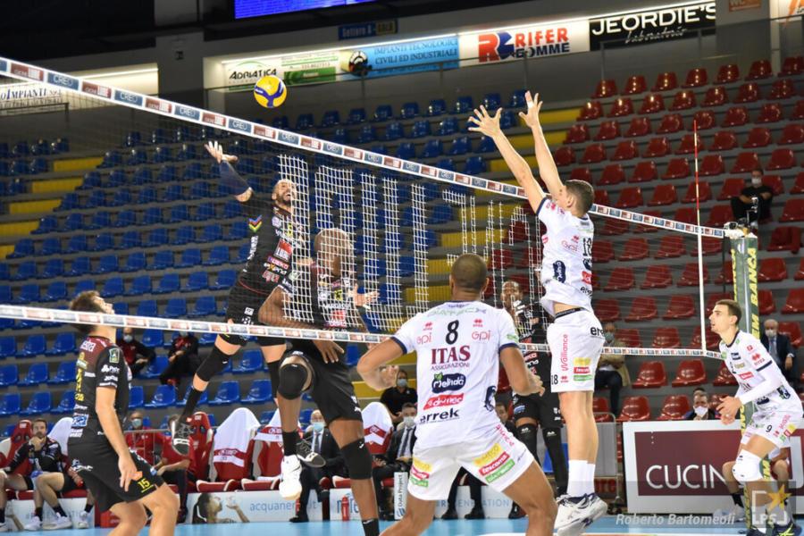 LIVE Coppa Italia volley in DIRETTA: Civitanova Padova 3 0, Perugia Ravenna 3 1, Trento Milano 3 0, Modena Monza 0 0