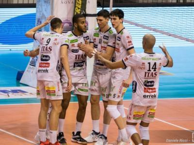Volley, SuperLega: Trento inarrestabile! Travolge Milano nel recupero e vola al terzo posto