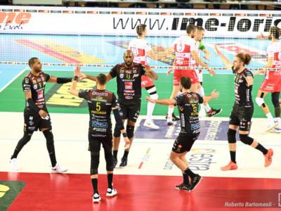Volley, SuperLega: Civitanova abbatte Piacenza nel recupero e si avvicina alla capolista Perugia. Leal e Juantorena ok