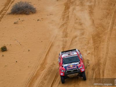 Dakar 2021, Nasser Al-Attiyah beffa Stephane Peterhansel e vince la penultima tappa