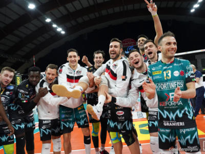 Volley, SuperLega: Perugia batte Milano e si conferma in testa. Rimontone di Piacenza a Padova