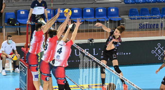 Volley, SuperLega: Civitanova suda e batte Monza, -3 dalla capolista Perugia. Tutto aperto. Milano schiaccia Modena 3-2