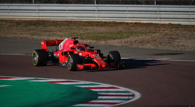 F1, Charles Leclerc torna in pista: test a Fiorano con la Ferrari. Domani l'esordio di Carlos Sainz