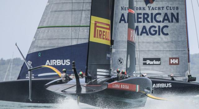 American Magic, record di velocità pauroso: sfiorati i 100 km/h! Ma vince Luna Rossa – VIDEO