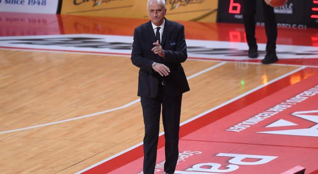 Basket: Cesare Pancotto esonerato da Cantù dopo la sconfitta a Pesaro