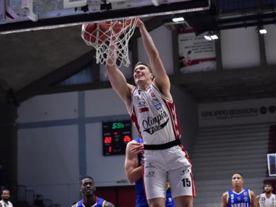 Basket, Serie A: l'Olimpia Milano espugna Cremona col brivido e manda Reggio Emilia in Coppa Italia