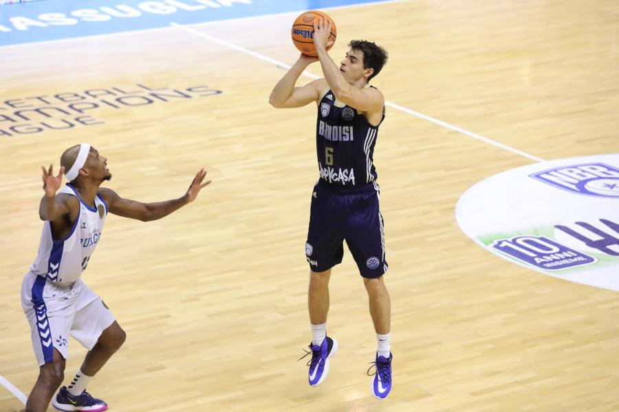 Basket: Brindisi perde partita e primo posto nel girone contro Burgos in Champions League. Preoccupa l'infortunio di Harrison