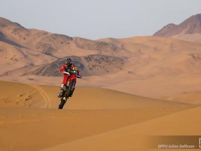 Dakar 2021, Kevin Benavides trionfa tra le moto, Ricky Brabec vince l'ultima tappa ed è secondo. Doppietta della Honda