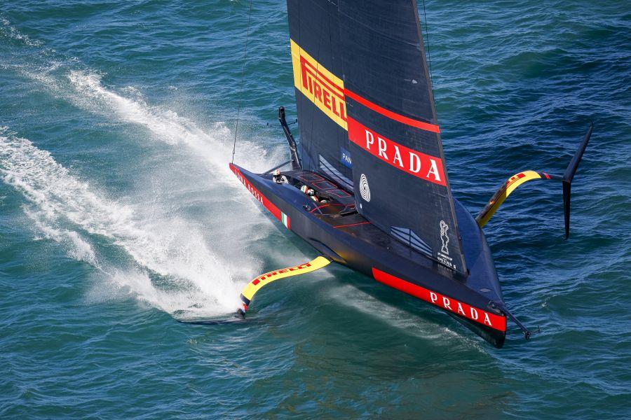 Prada Cup, Luna Rossa demolisce American Magic con vento leggero! Primo punto in classifica per la barca azzurra