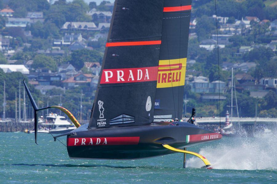 LIVE Prada Cup in DIRETTA: American Magic dà forfait per le prossime regate! Barca sfondata!