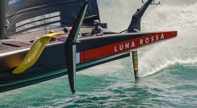 Prada Cup, Luna Rossa sconfitta all'esordio da Ineos. Decisiva la partenza, ma buone risposte
