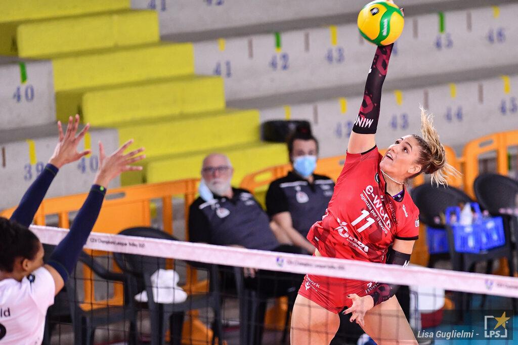 Volley, serie A1 femminile, recuperi. Monza travolgente a Novara, Busto Arsizio continua la risalita