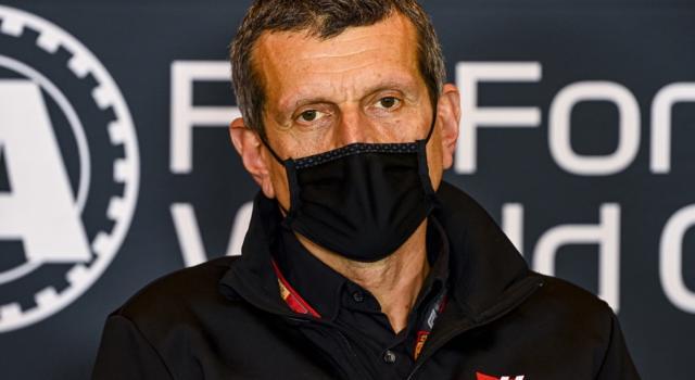 """F1, Günther Steiner su Nikita Mazepin: """"Ha fatto un errore, sa di aver sbagliato. Certi episodi non si ripeteranno"""""""
